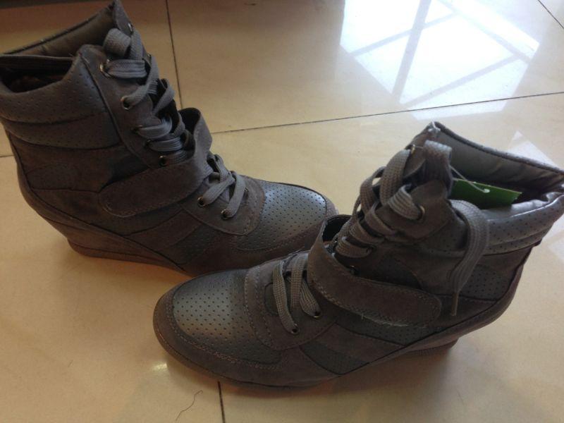 shoes v v comfy sneaker grey wedge boots size 5
