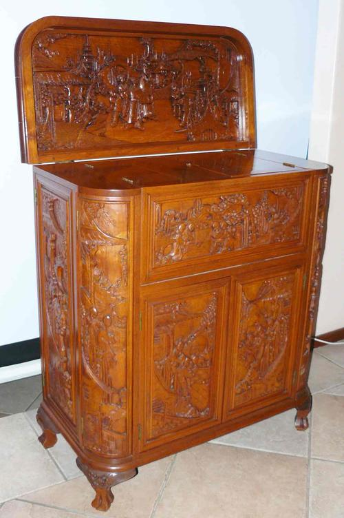 Cabinets elaborate carved chinese liquor cabinet was for Carved kitchen cabinets